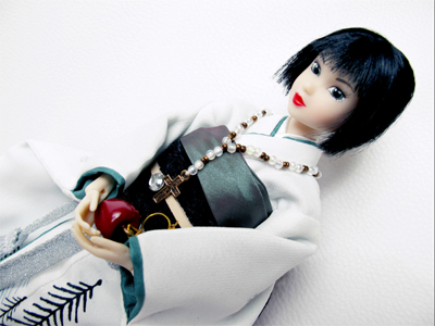 Momoko Snow White with apple